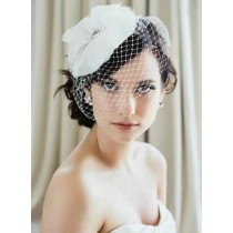Hand Made Romantic Shining Rhinestone Feather Netting Bridal Veil With Hairpin